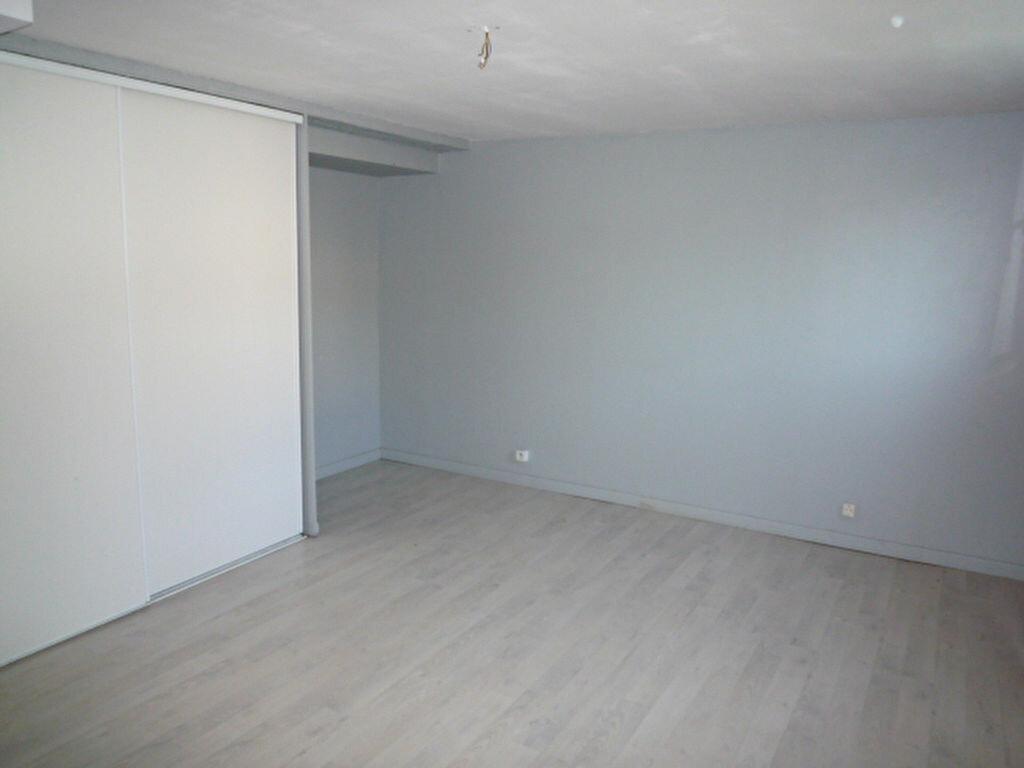 Maison à louer 4 80m2 à Saint-Sulpice-la-Pointe vignette-7
