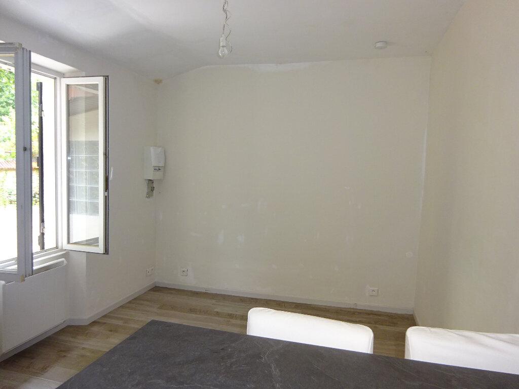 Appartement à louer 1 26.63m2 à Corbeil-Essonnes vignette-3