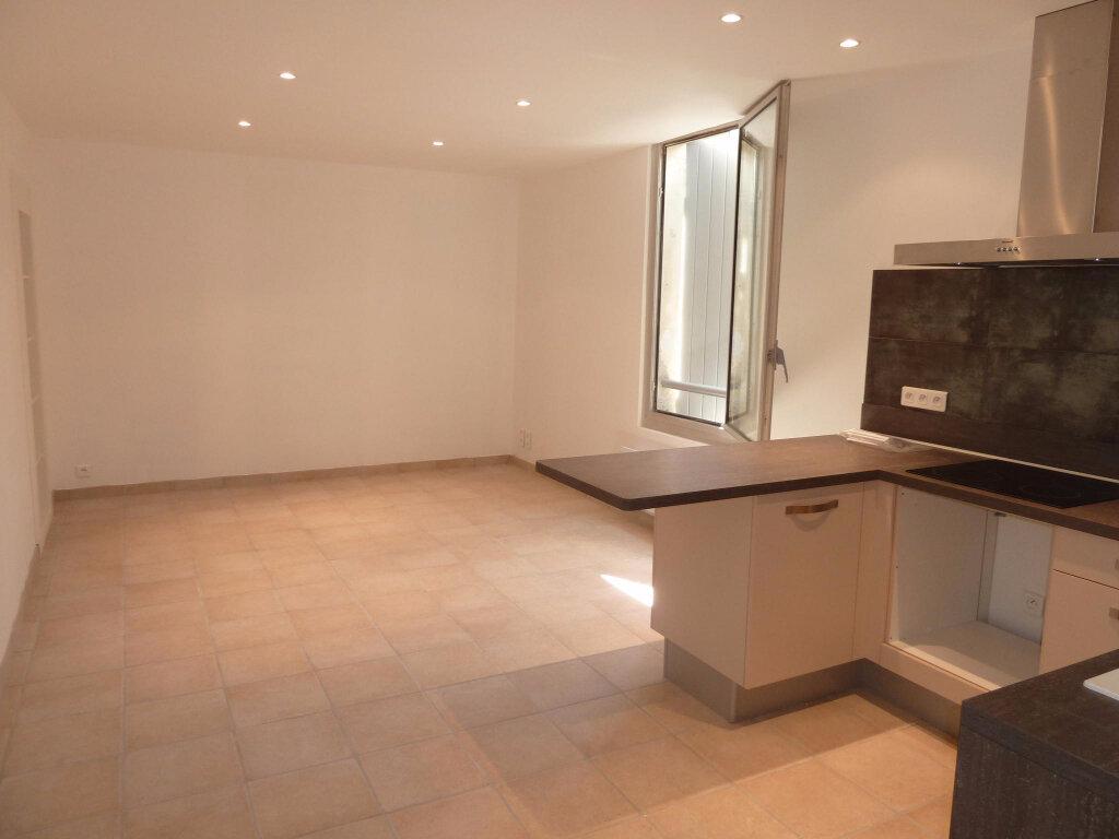 Appartement à louer 3 55m2 à Graveson vignette-1