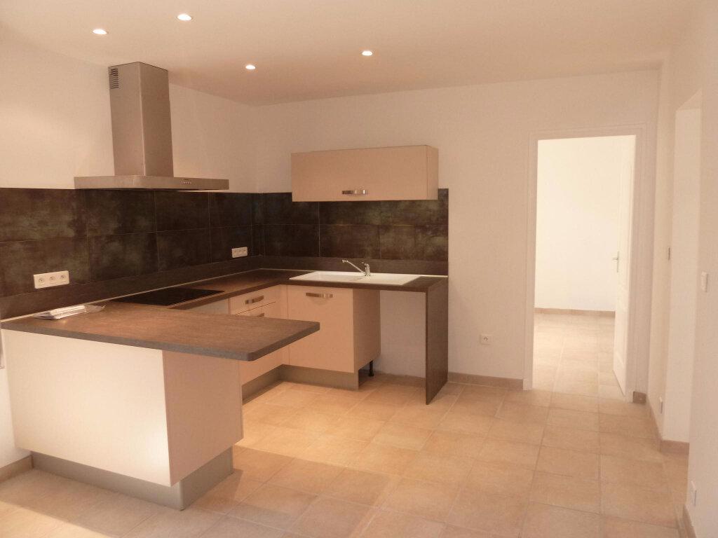 Appartement à louer 3 55m2 à Graveson vignette-2