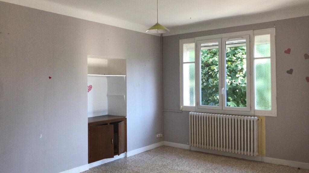Appartement à louer 3 68m2 à Châteaurenard vignette-1