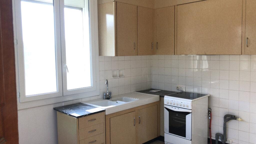 Appartement à louer 3 68m2 à Châteaurenard vignette-4