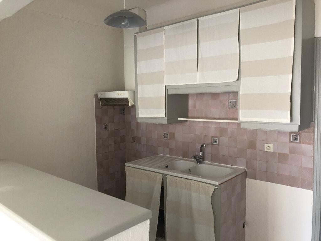 Appartement à louer 3 59m2 à Châteaurenard vignette-2
