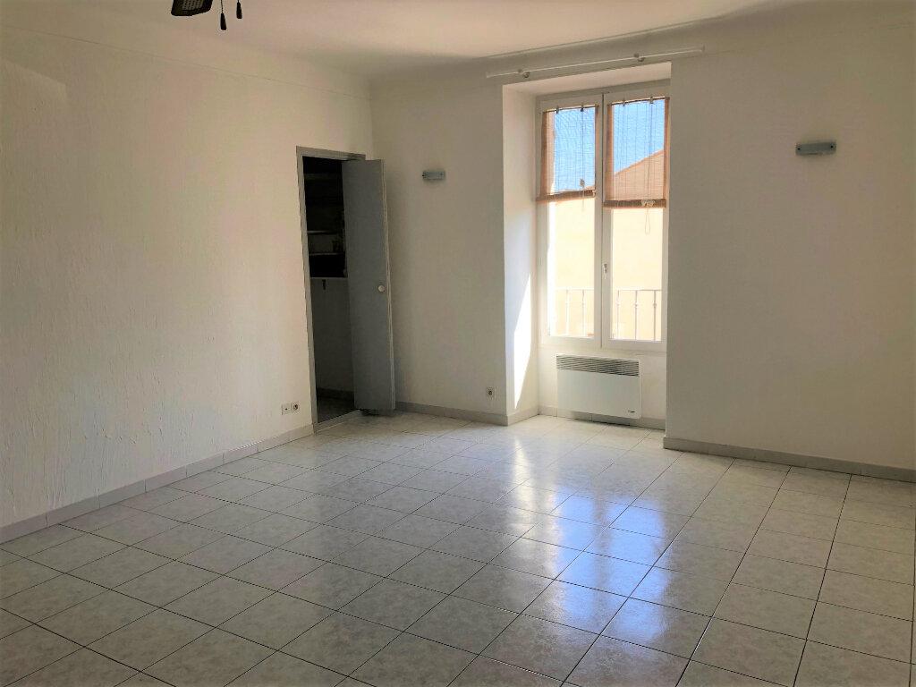 Appartement à louer 3 59m2 à Châteaurenard vignette-3