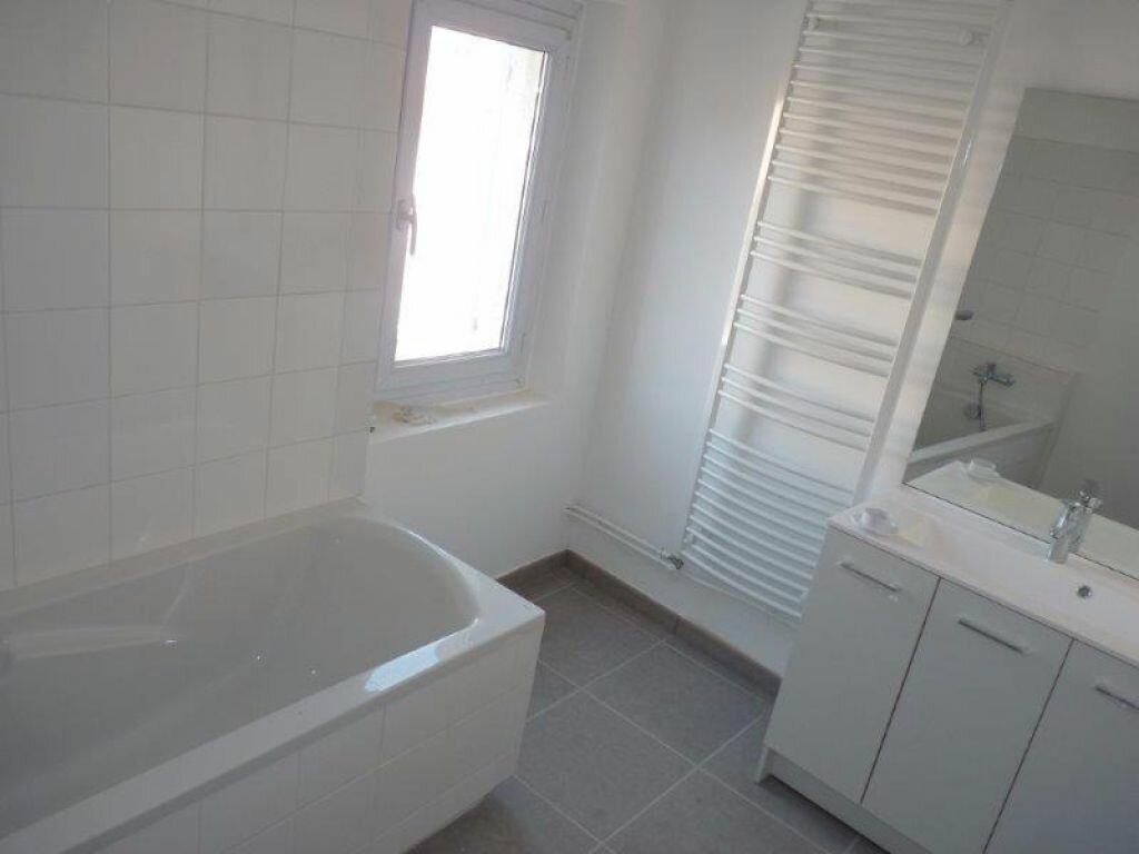 Maison à louer 4 90m2 à Rognonas vignette-6