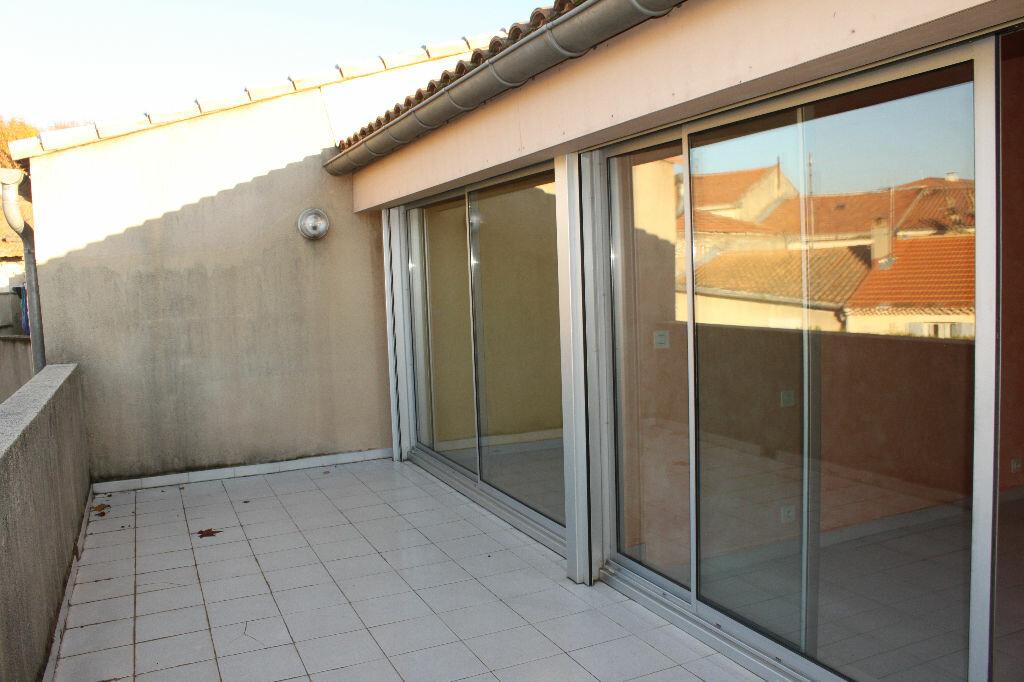Appartement à louer 3 77m2 à Châteaurenard vignette-3