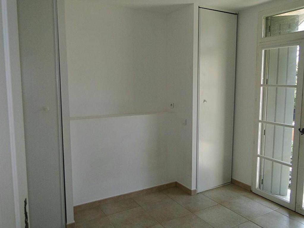 Appartement à louer 2 43m2 à Graveson vignette-3