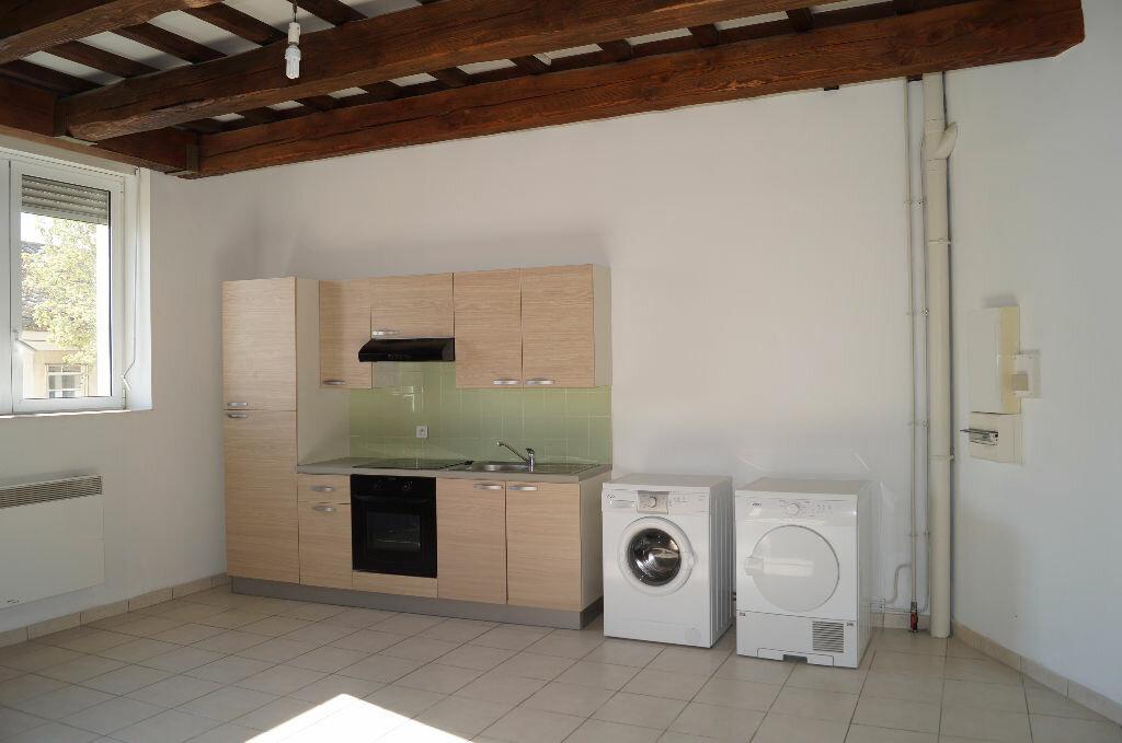 Appartement à louer 3 64.41m2 à Cheval-Blanc vignette-1