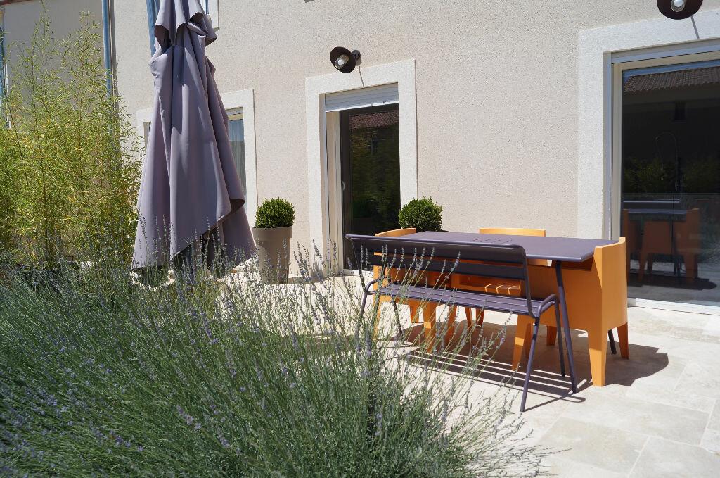 Maison à louer 5 170m2 à Châteaurenard vignette-2