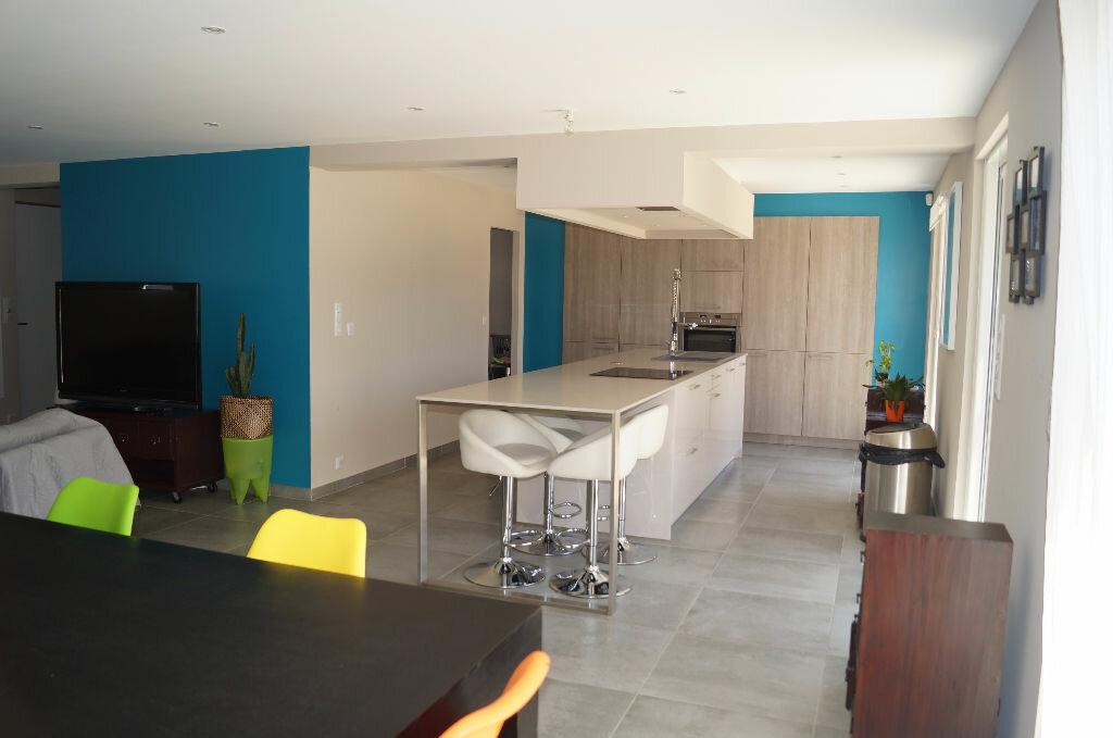 Maison à louer 5 170m2 à Châteaurenard vignette-5