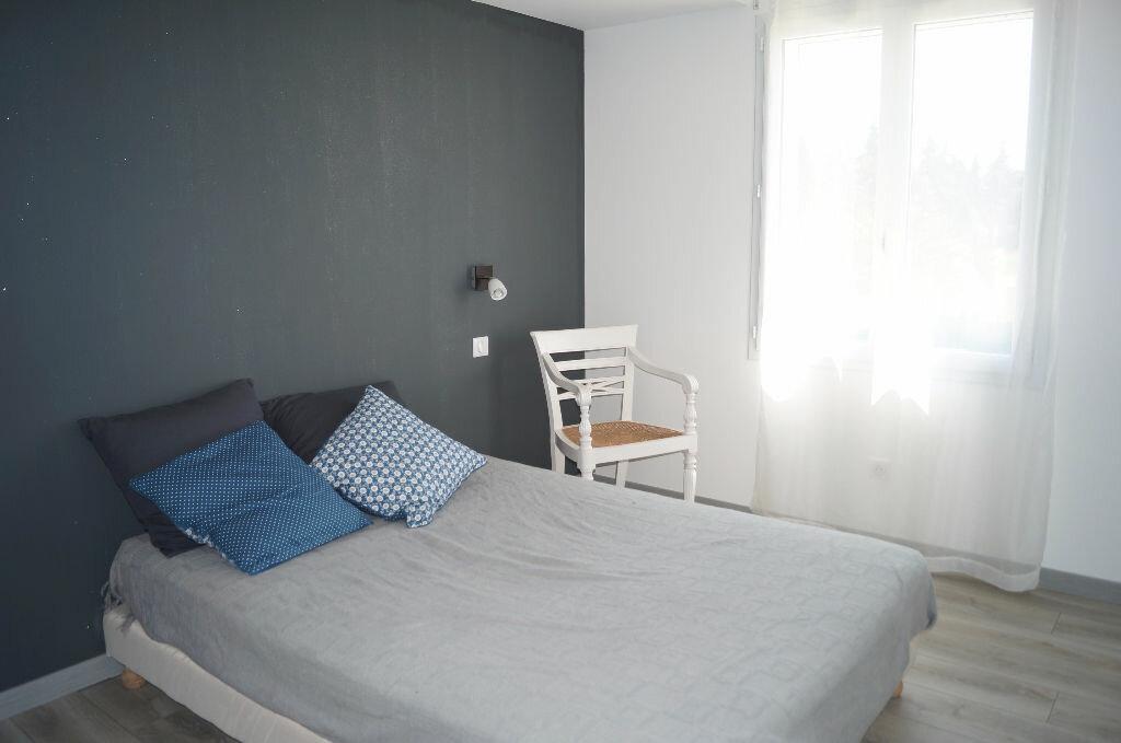 Maison à louer 5 170m2 à Châteaurenard vignette-6