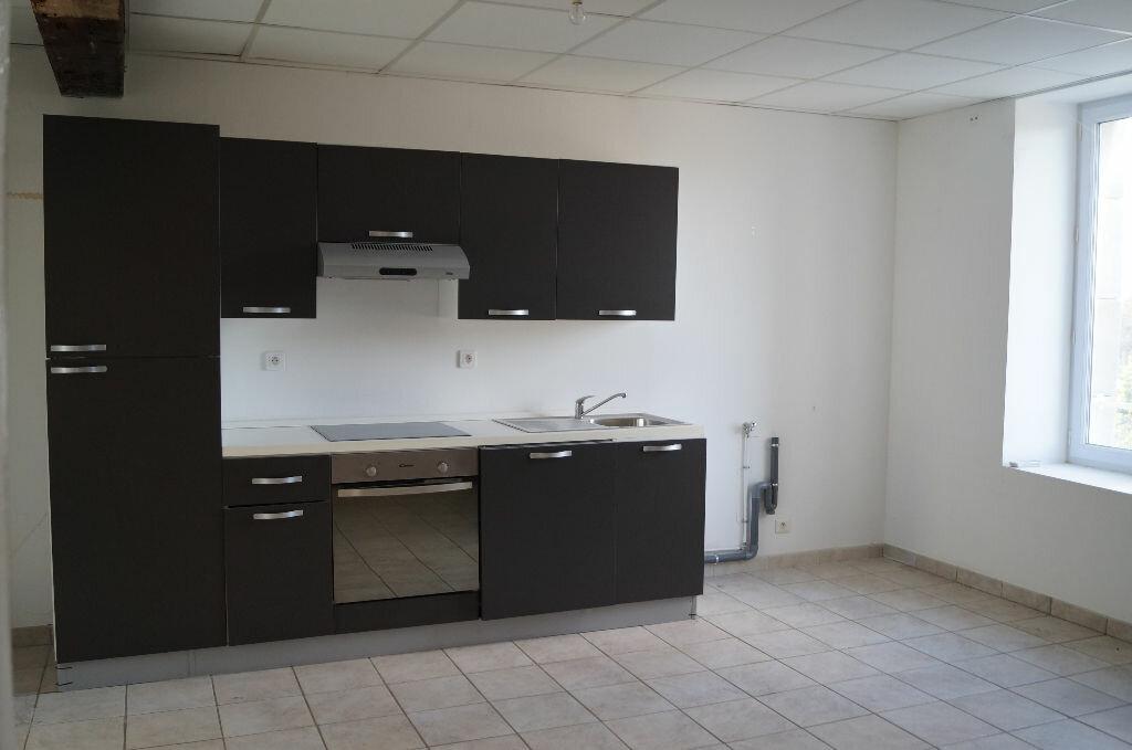 Appartement à louer 3 87m2 à Cheval-Blanc vignette-1