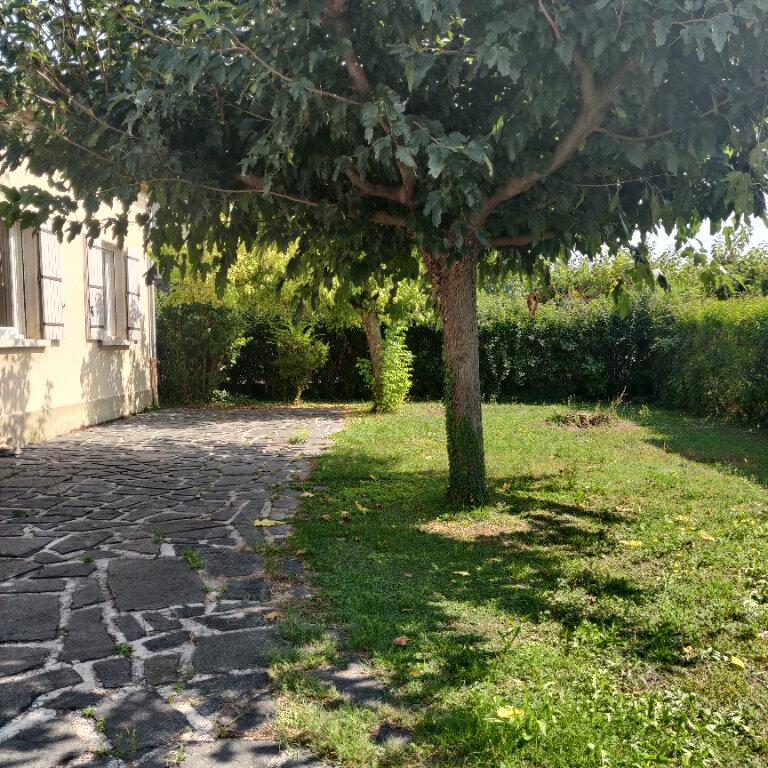 Maison à louer 4 117.38m2 à Rognonas vignette-2