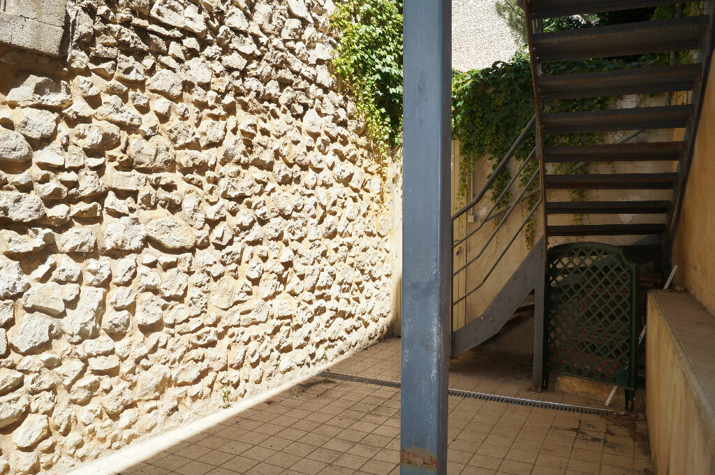 Appartement à louer 3 60m2 à Châteaurenard vignette-1