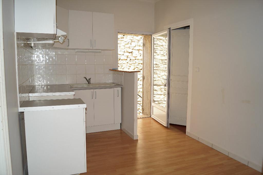 Appartement à louer 3 60m2 à Châteaurenard vignette-3