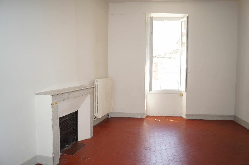 Appartement à louer 3 60m2 à Châteaurenard vignette-4