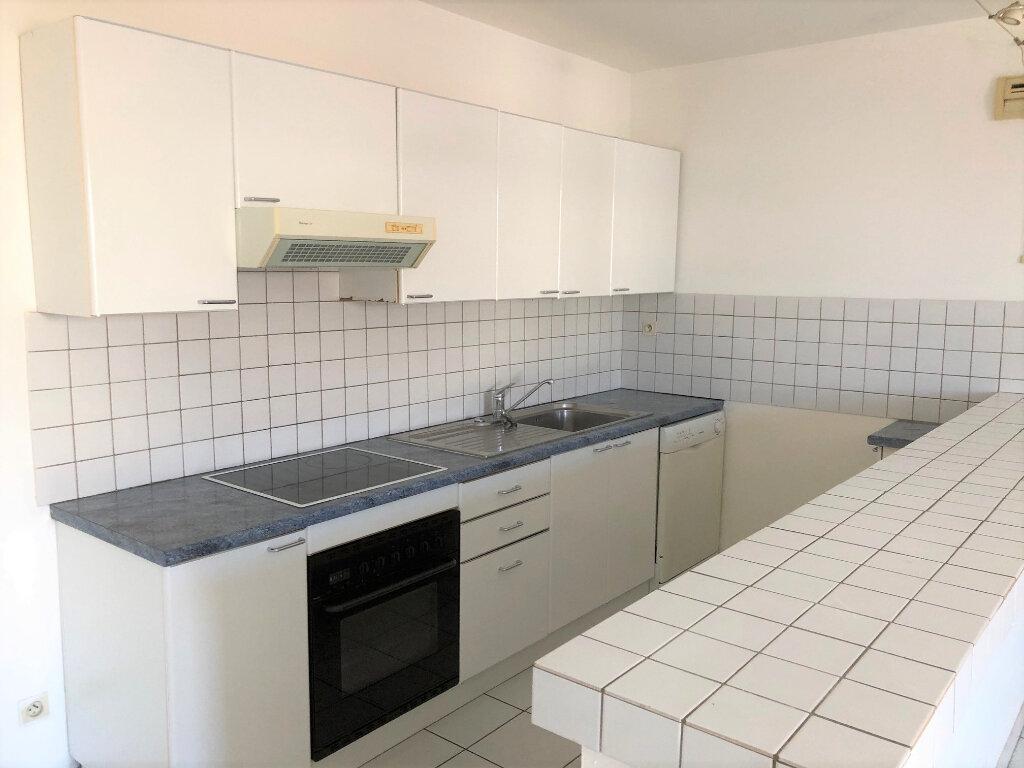 Appartement à louer 2 63.7m2 à Cavaillon vignette-2