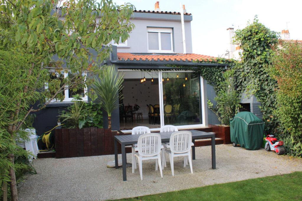 Maison à vendre 5 130m2 à Les Sables-d'Olonne vignette-2