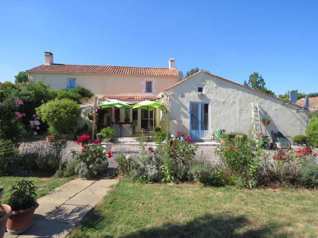Maison à vendre 3 330m2 à Poiroux vignette-1