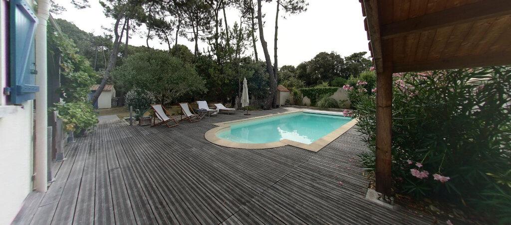 Maison à vendre 8 166.22m2 à Talmont-Saint-Hilaire vignette-1