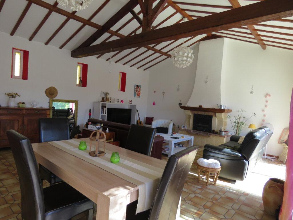 Maison à vendre 4 113m2 à Talmont-Saint-Hilaire vignette-2