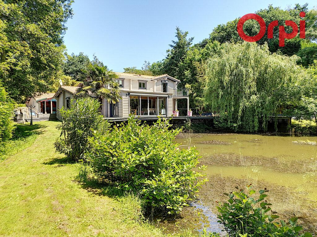 Maison à vendre 6 170m2 à Talmont-Saint-Hilaire vignette-2