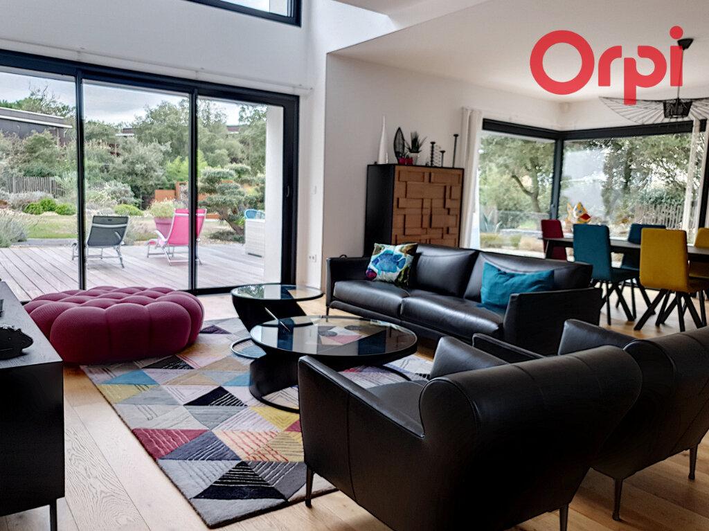 Maison à vendre 10 280m2 à Talmont-Saint-Hilaire vignette-2