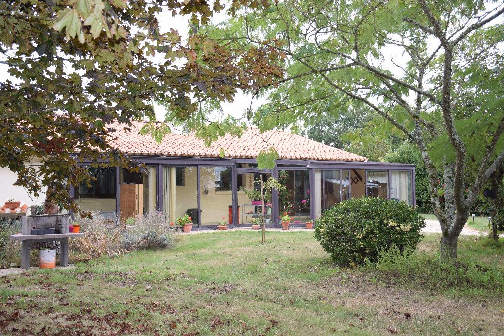 Maison à vendre 5 110m2 à Grosbreuil vignette-1