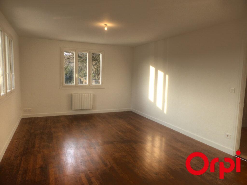 Appartement à louer 4 92.46m2 à L'Isle-d'Abeau vignette-1