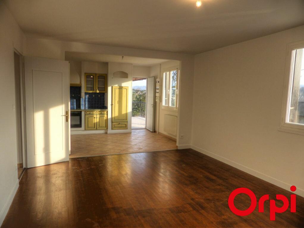 Appartement à louer 4 92.46m2 à L'Isle-d'Abeau vignette-2
