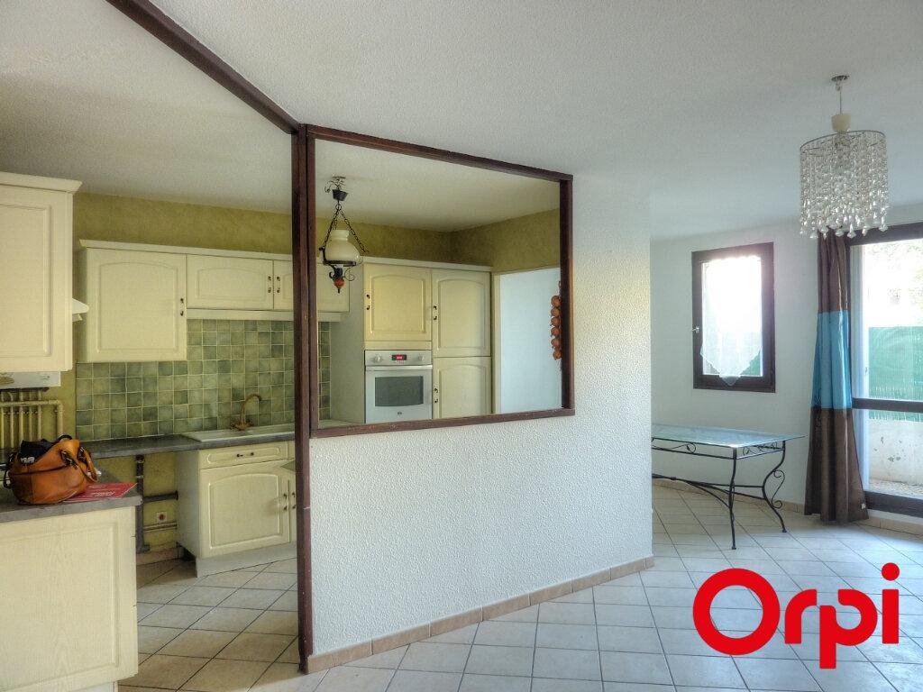 Appartement à louer 4 81.31m2 à L'Isle-d'Abeau vignette-4