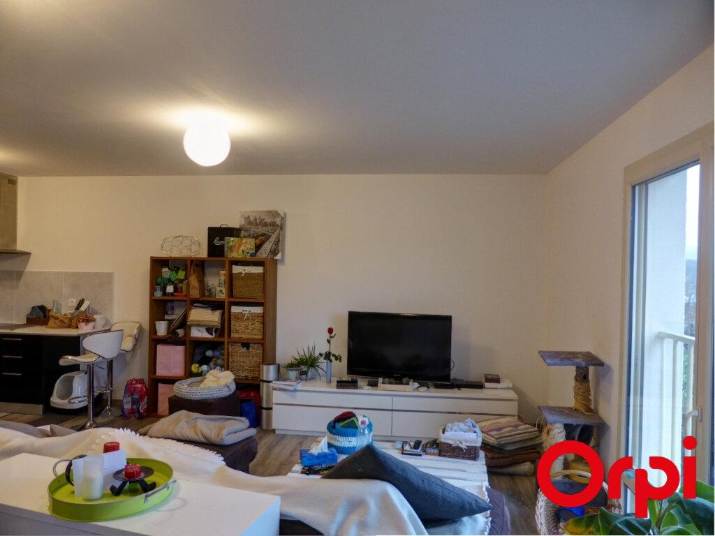 Appartement à louer 3 68m2 à L'Isle-d'Abeau vignette-3