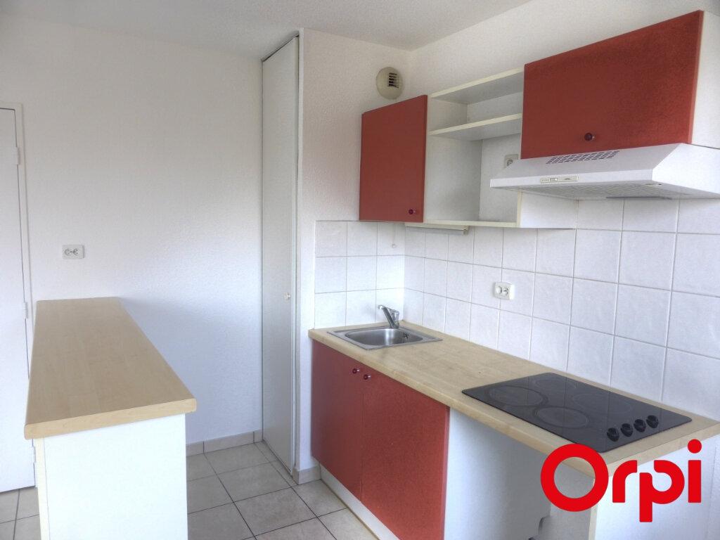 Appartement à louer 3 54m2 à Villefontaine vignette-1