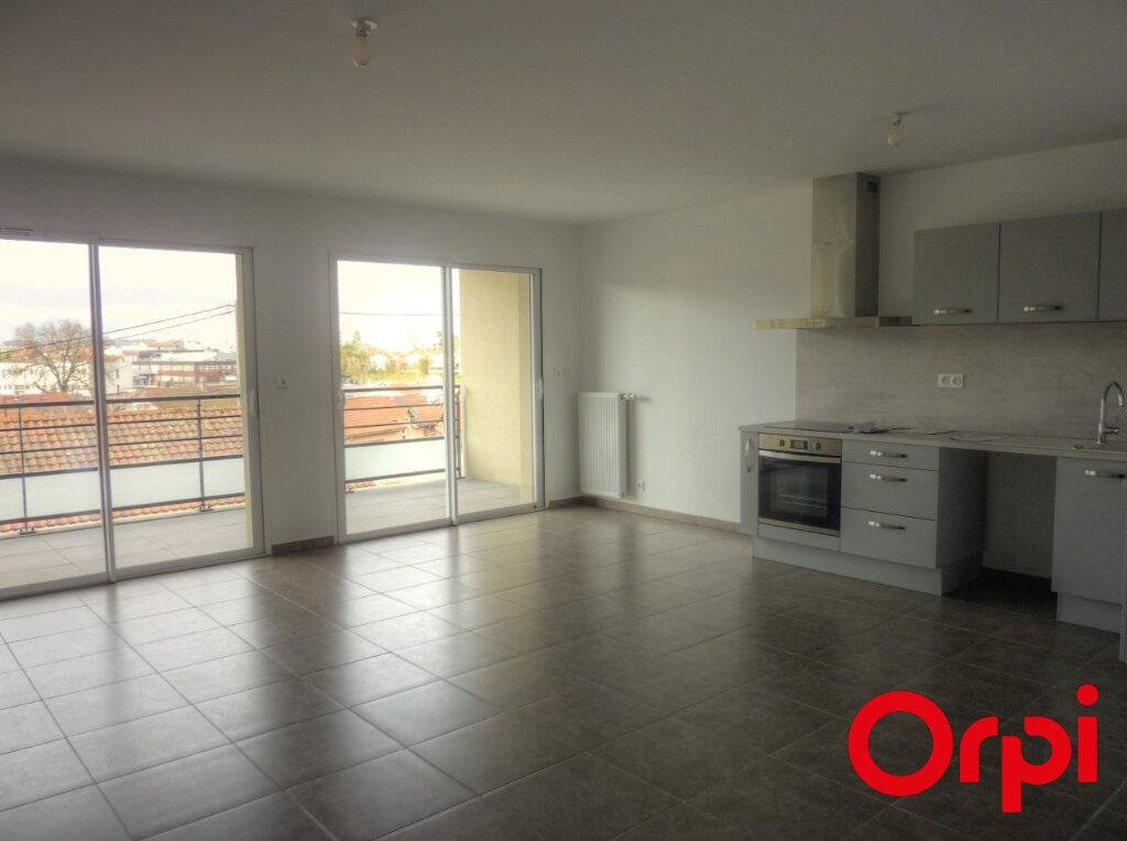 Appartement à louer 3 65.88m2 à La Verpillière vignette-1