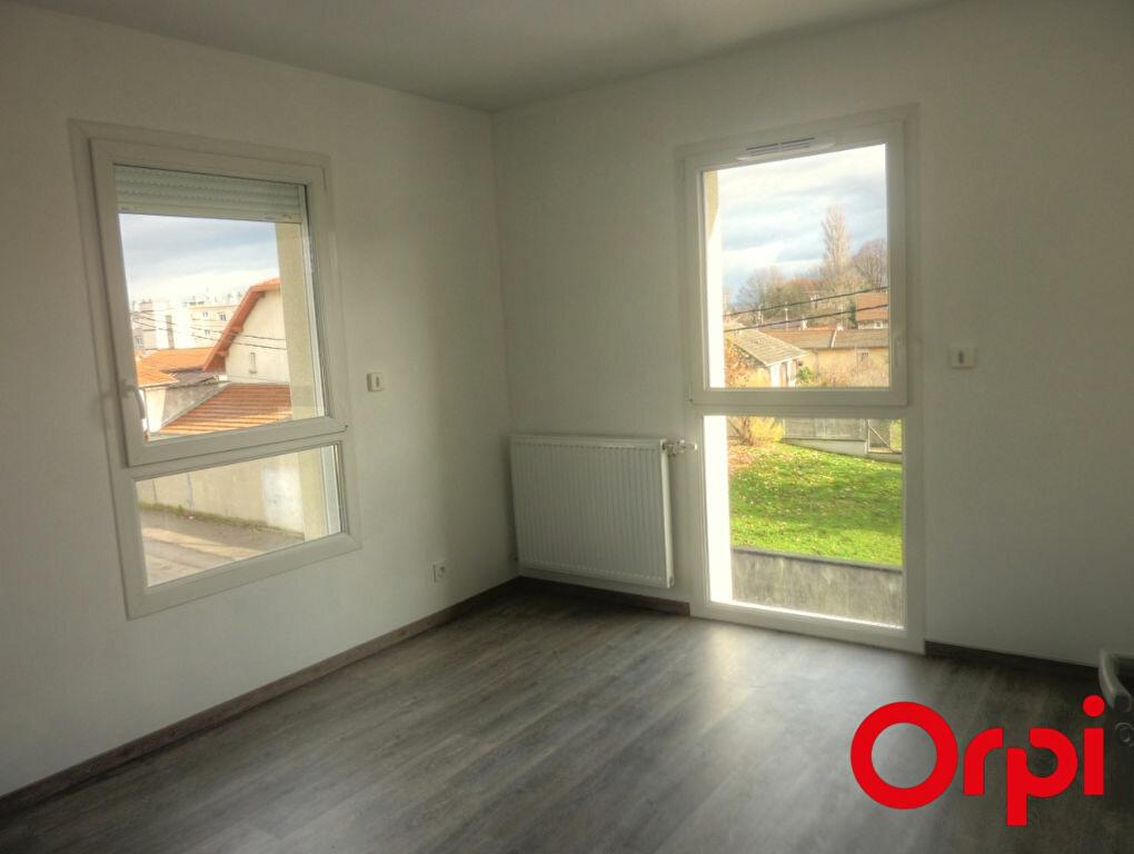 Appartement à louer 3 65.88m2 à La Verpillière vignette-6