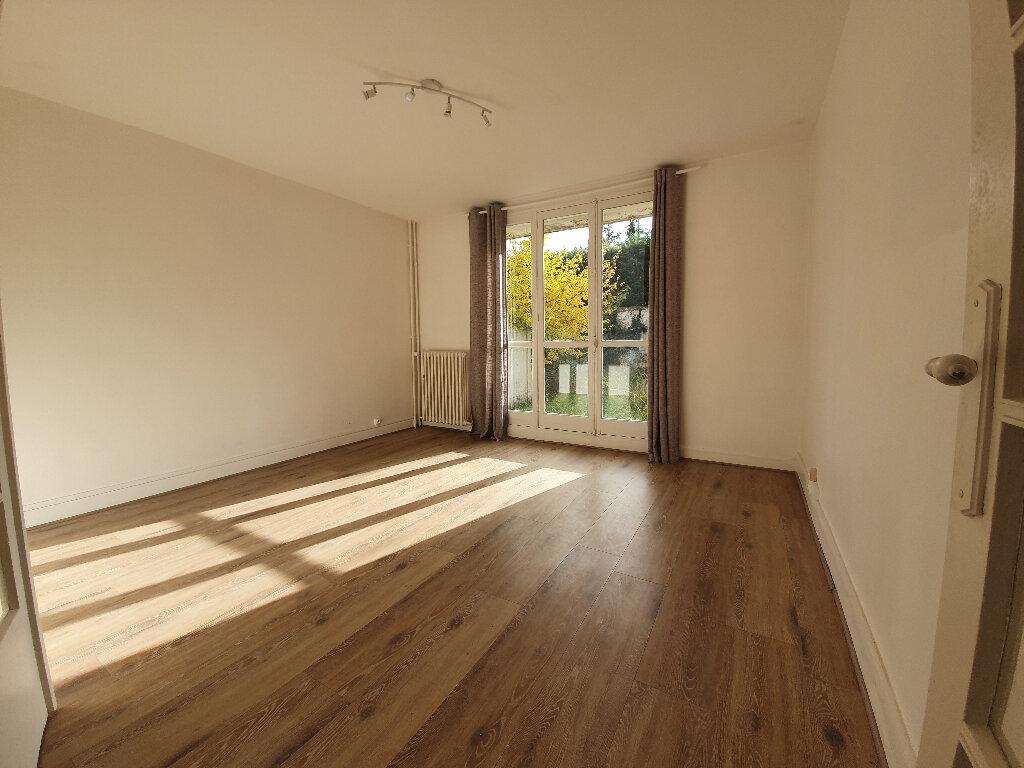 Appartement à louer 3 60m2 à Veneux-les-Sablons vignette-2