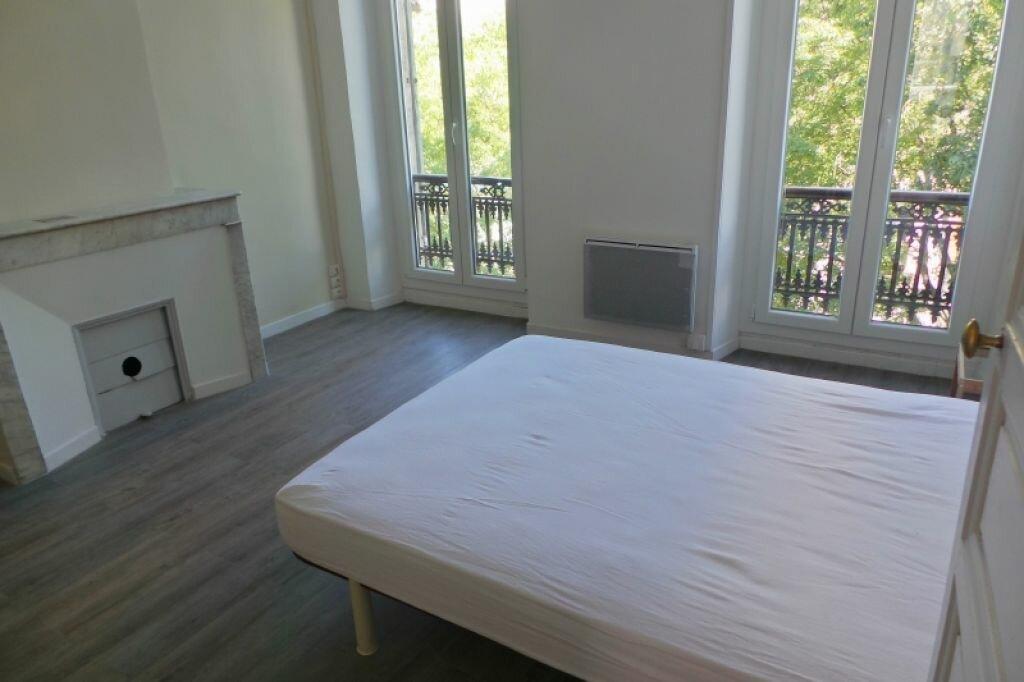 Appartement à louer 3 61m2 à Marseille 6 vignette-5