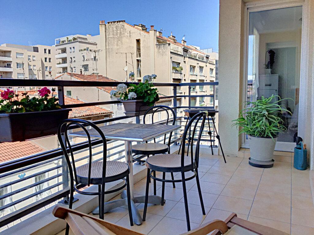 Appartement à vendre 3 68m2 à Marseille 8 vignette-1