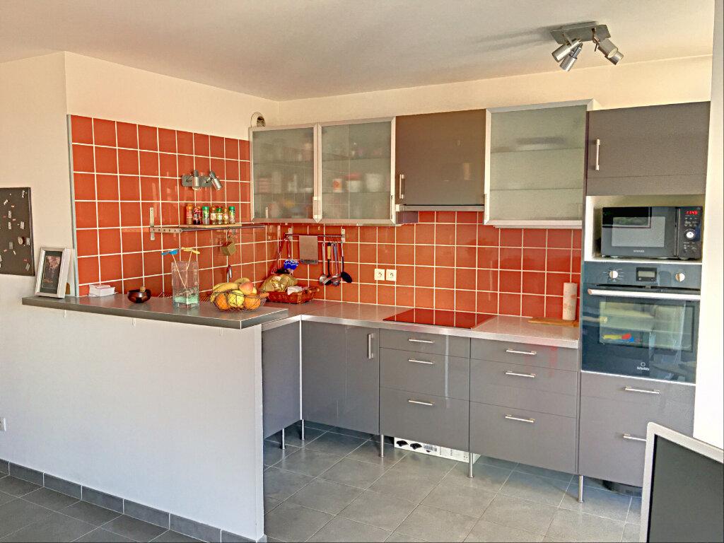 Appartement à vendre 3 68m2 à Marseille 8 vignette-2