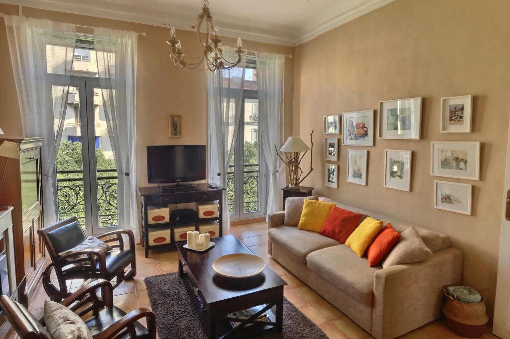 Appartement à louer 3 68m2 à Marseille 6 vignette-3