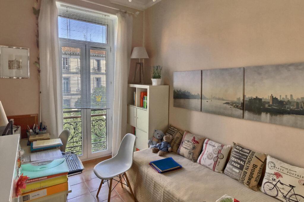 Appartement à louer 3 68m2 à Marseille 6 vignette-4