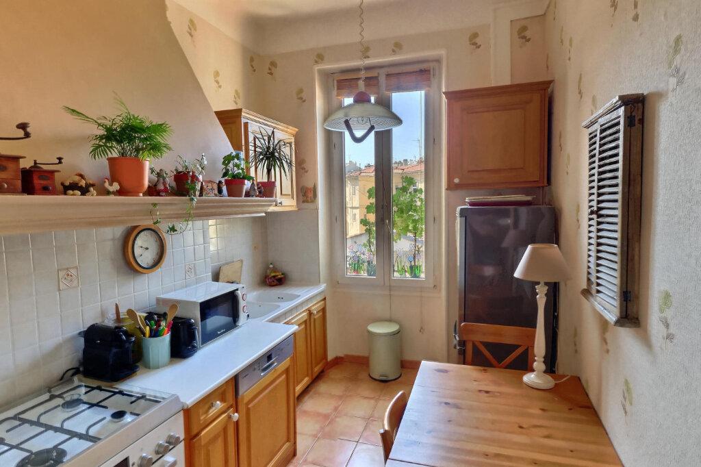 Appartement à louer 3 68m2 à Marseille 6 vignette-5