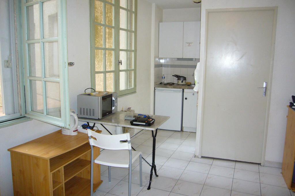 Appartement à louer 1 21m2 à Avignon vignette-2