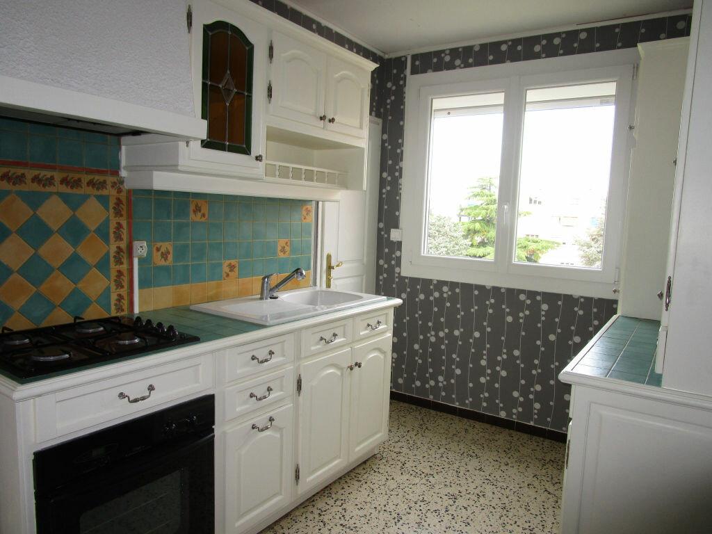 Appartement à louer 3 64.28m2 à Montfavet - Avignon vignette-1