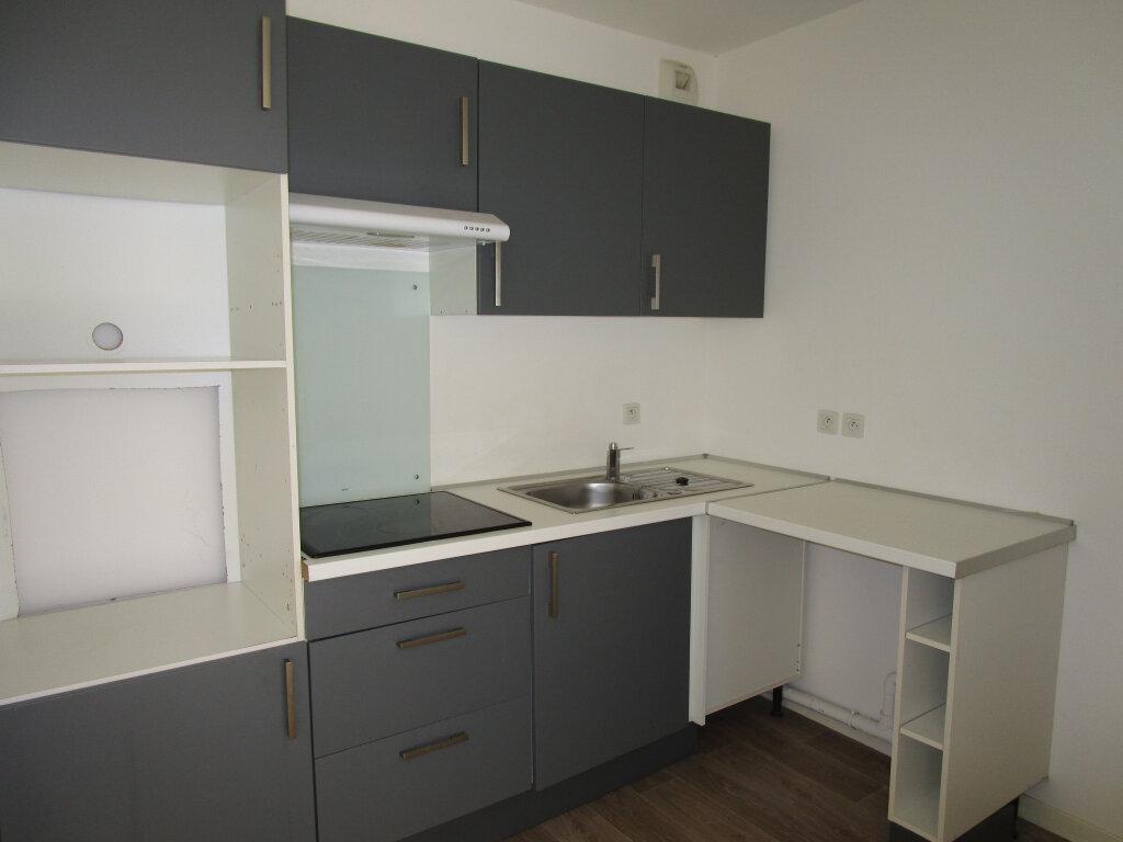 Appartement à louer 3 61.4m2 à Avignon vignette-2