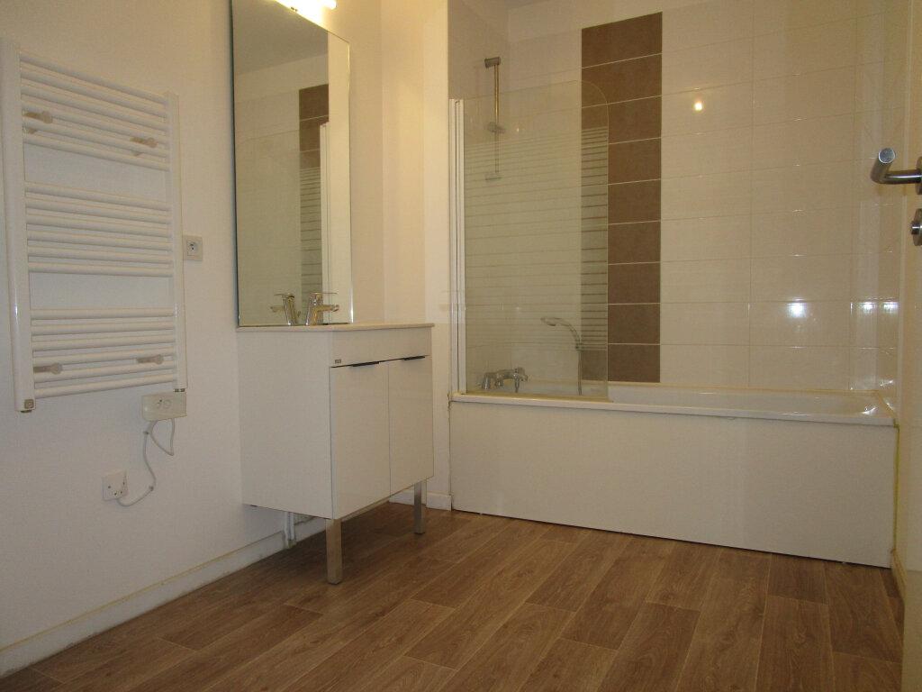 Appartement à louer 3 61.4m2 à Avignon vignette-4