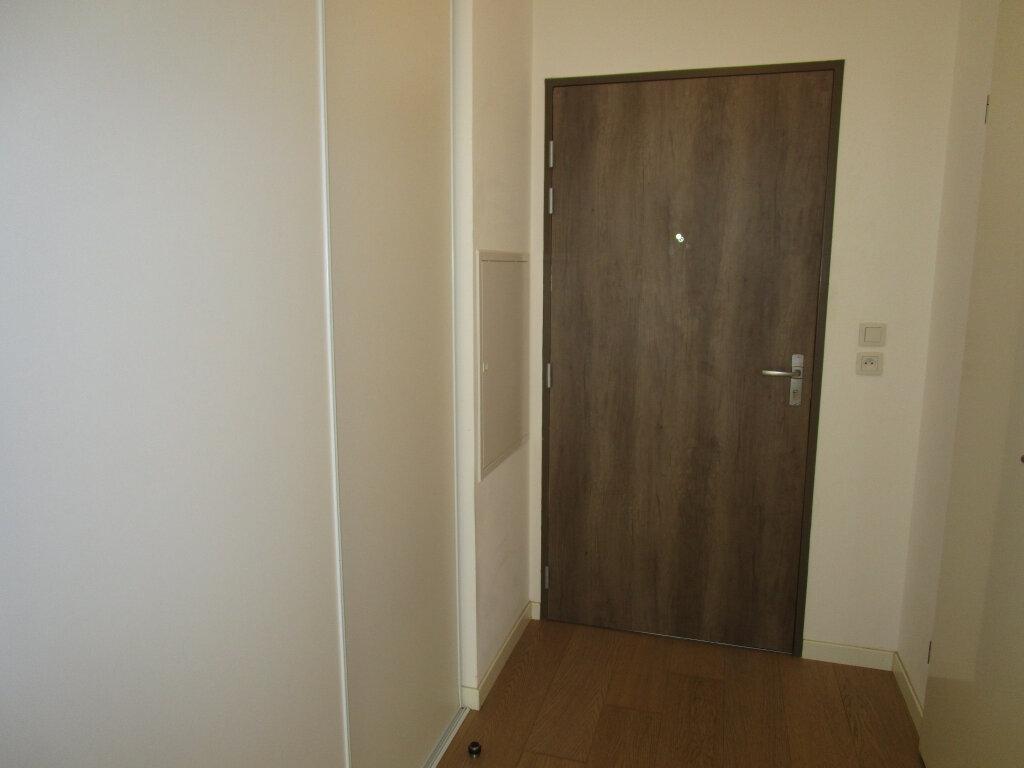 Appartement à louer 3 61.4m2 à Avignon vignette-6