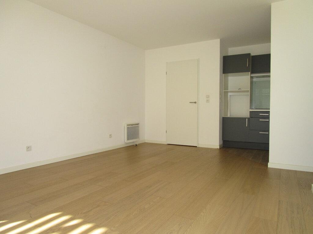 Appartement à louer 3 61.4m2 à Avignon vignette-10