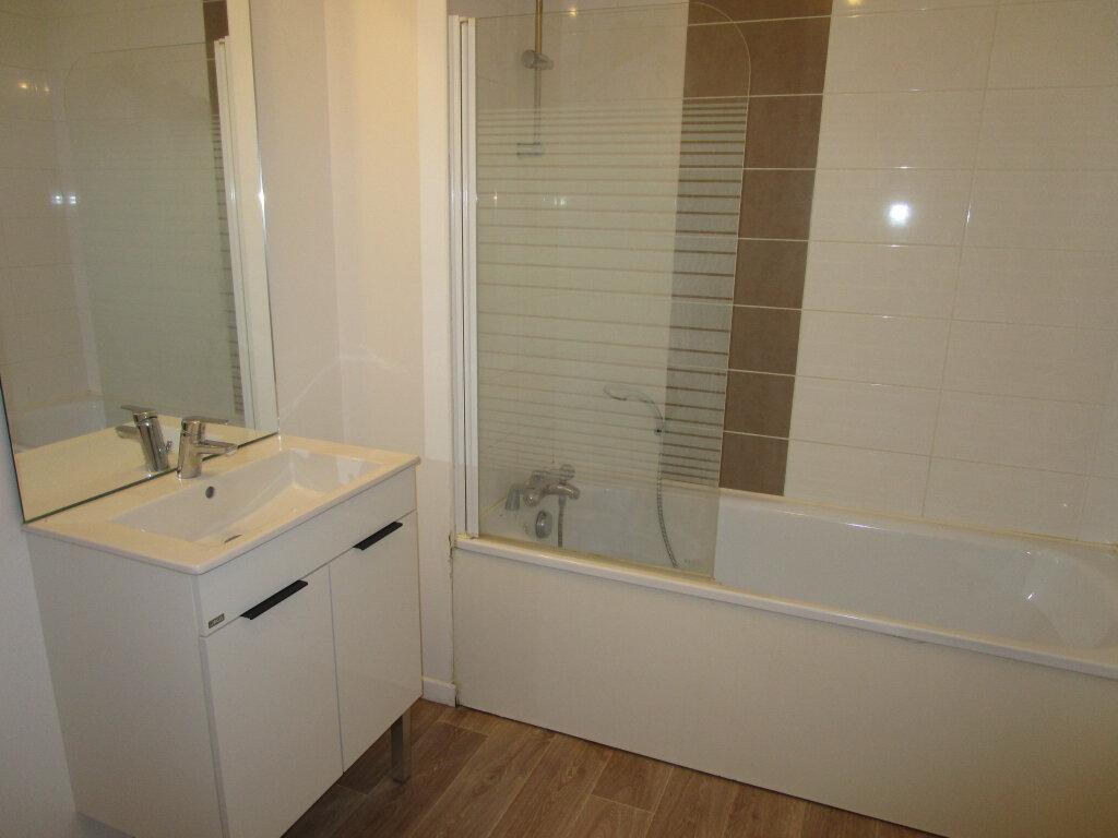 Appartement à louer 3 61.4m2 à Avignon vignette-11
