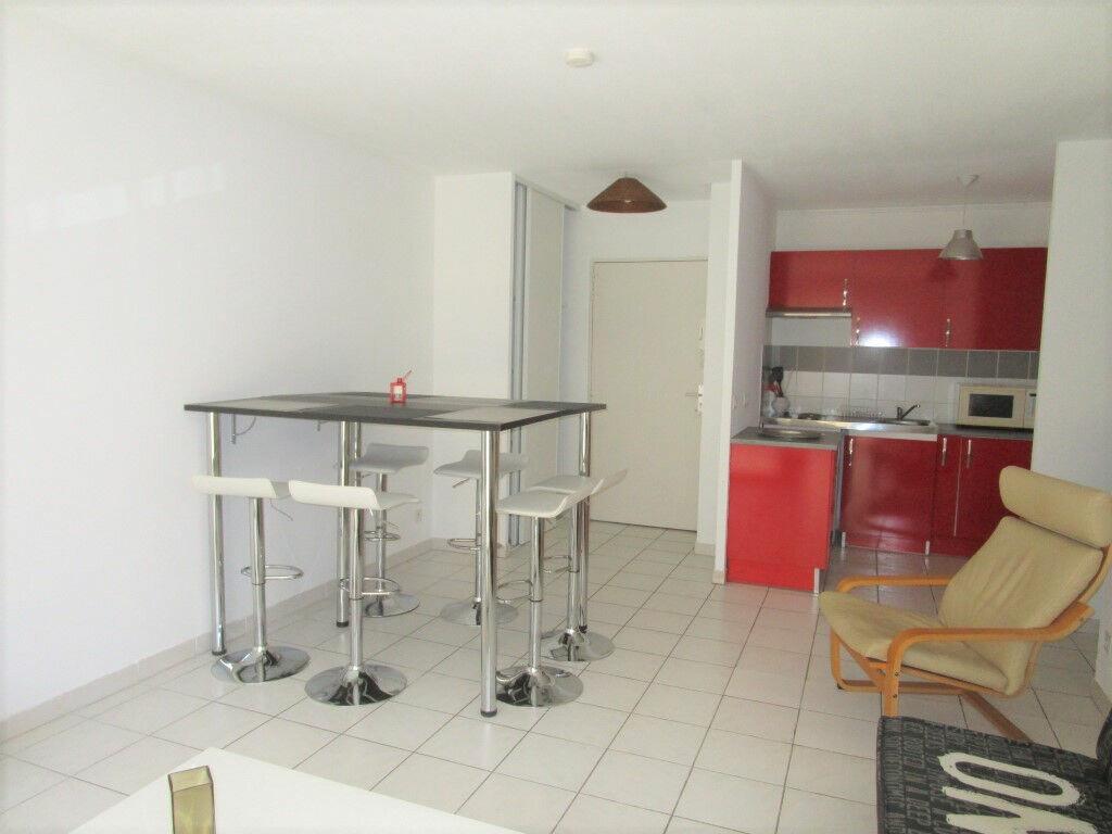 Appartement à louer 3 54.76m2 à Avignon vignette-1